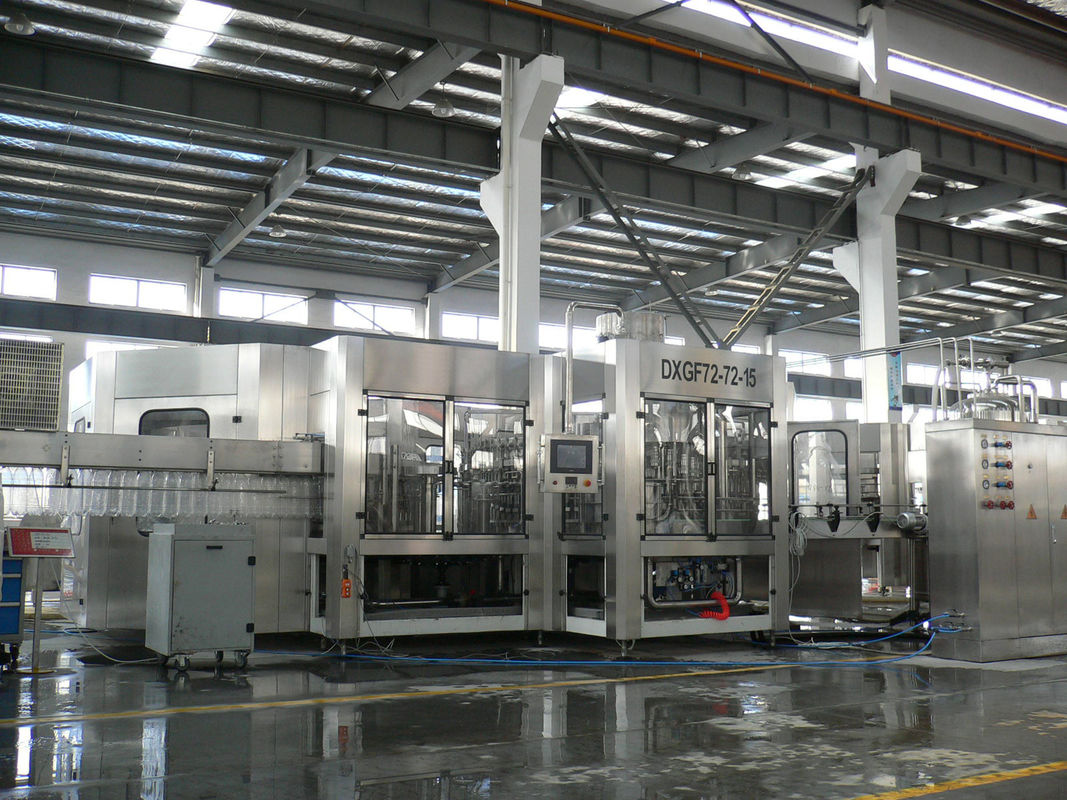 3-in-1 Carbonated Filling Machine For PET Bottle With 24 Rinsing Heads