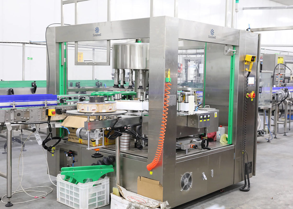 Roll Fed Hot Melt Glue OPP BOPP Labeling Machine For Water Bottle Carbonated Drink Bottle